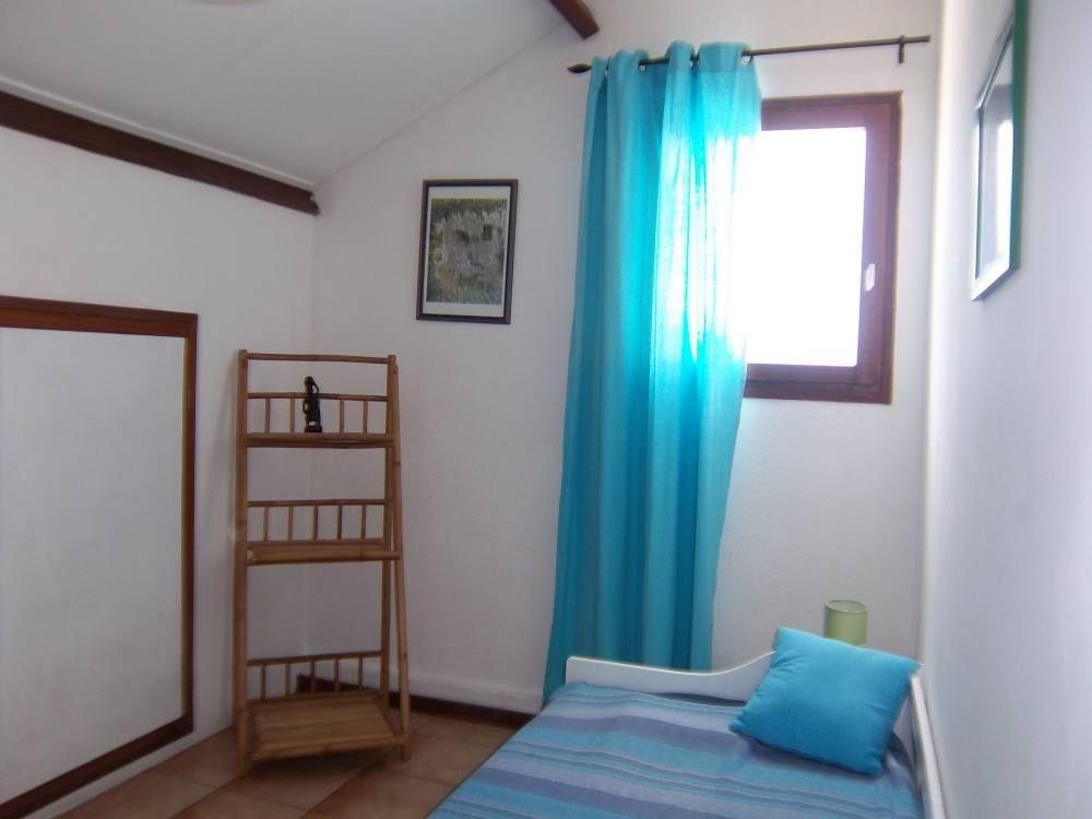 Chambre ventilée ( 2 lits 1 pers )