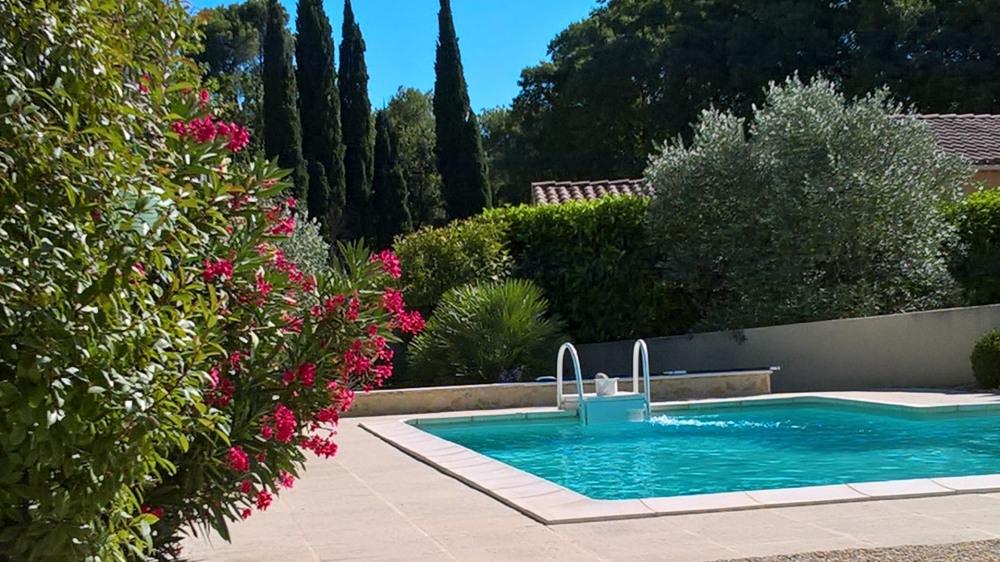 La piscine réservée aux seuls locataires