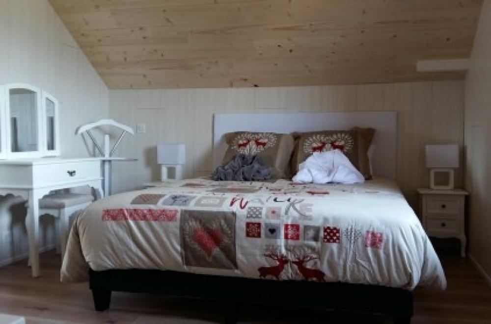 chambre étage lit queen size