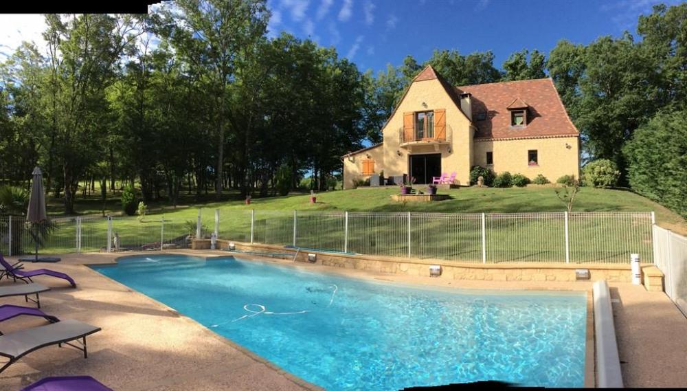 exterieur coté piscine avec escalier roman