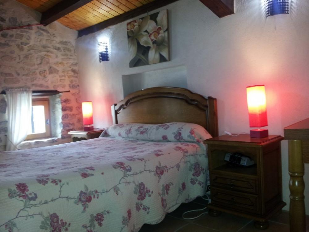la chambre avec le lit en 140