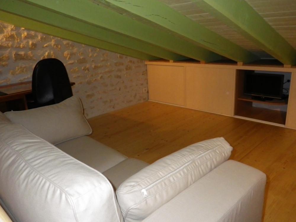 mezzanine / canapé-lit / bureau / tv