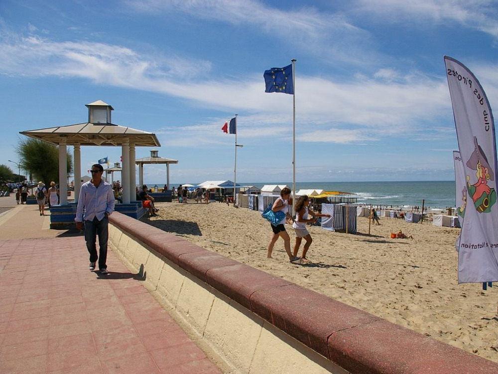 la promenade le long de la plage de SOULAC