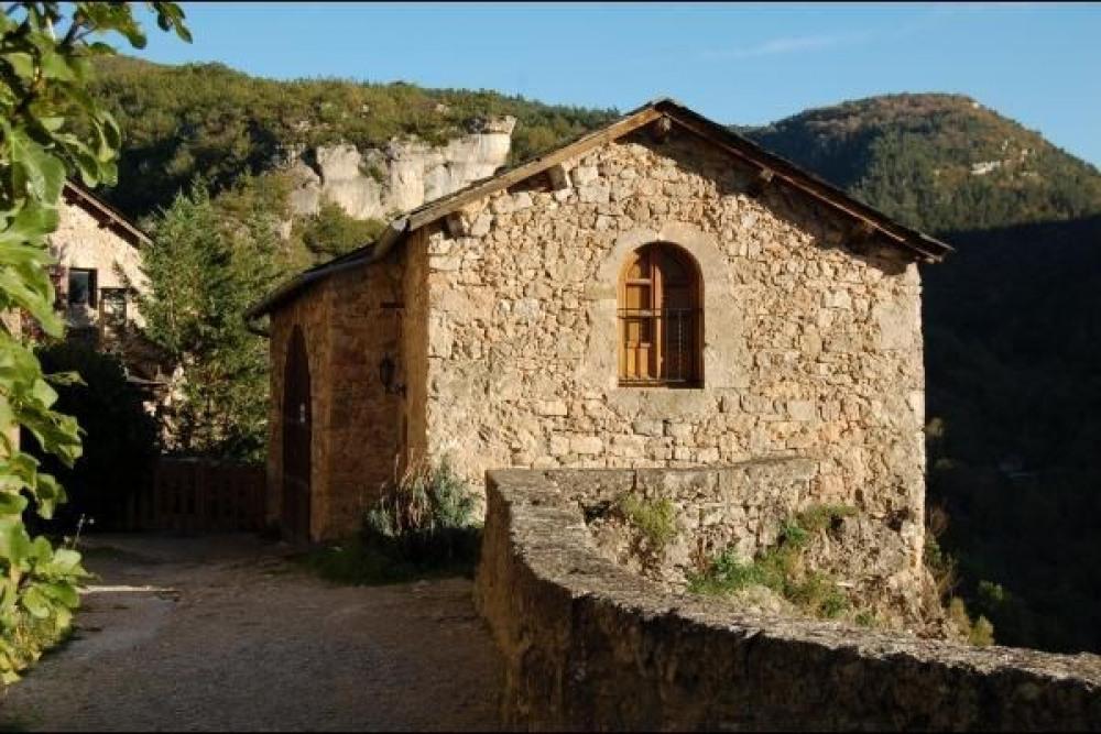 """Résultat de recherche d'images pour """"village au bord de falaises"""""""