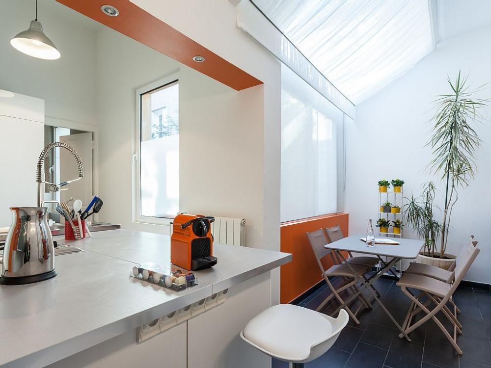 Nouvelle vision de la cuisine + son coin repas spacieux
