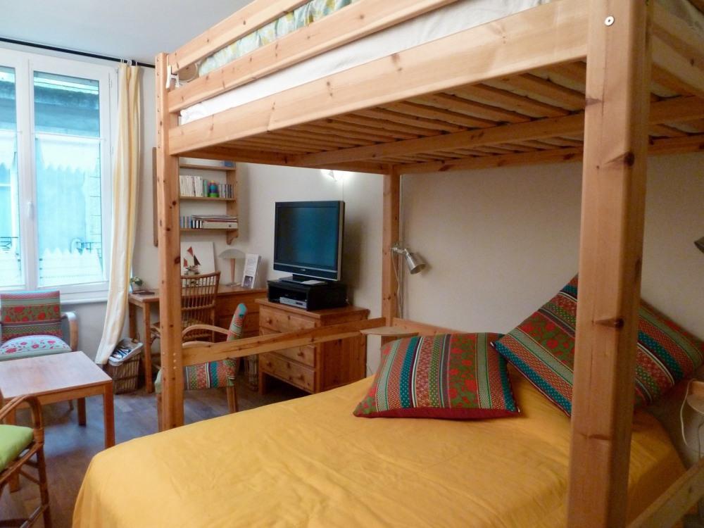 Les deux lits de 2 personnes dont l'un en mezzanine.
