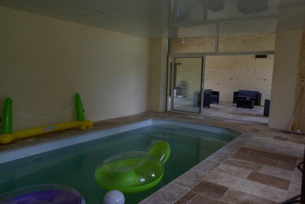 Gite pommerieux pour 12 personnes 90577014 seloger for Gite piscine interieure