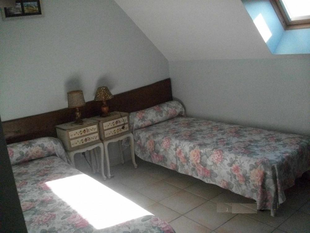 Chambre n°1 de l'étage avec les 2 lits séparés