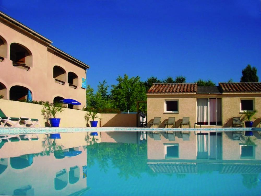 appartements en bord de piscine
