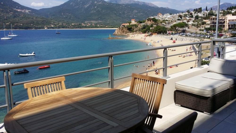 T2 climatisé, 40m2 + terrasse 13m2, accès direct à la plage, 4 couchages
