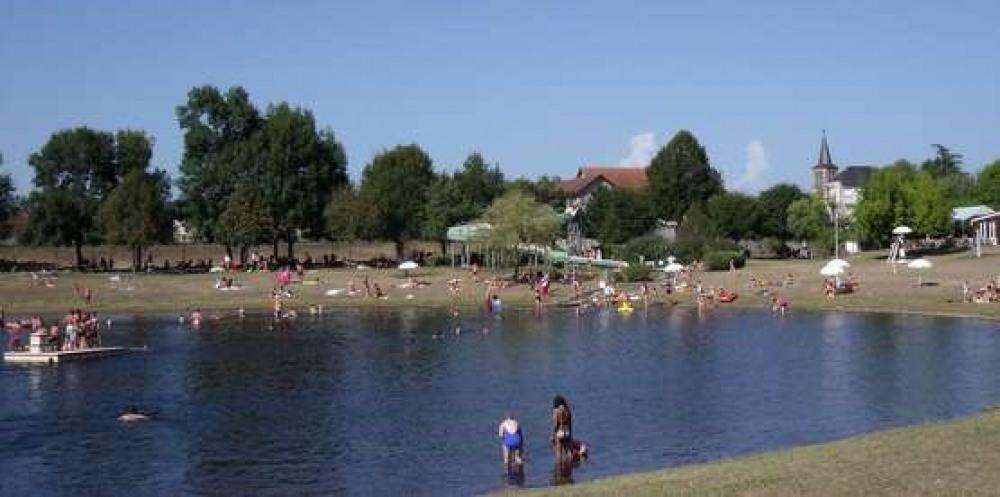 Base aquatique de loisirs de Tauriac à 1500 m du gîte avec entrée gratuite