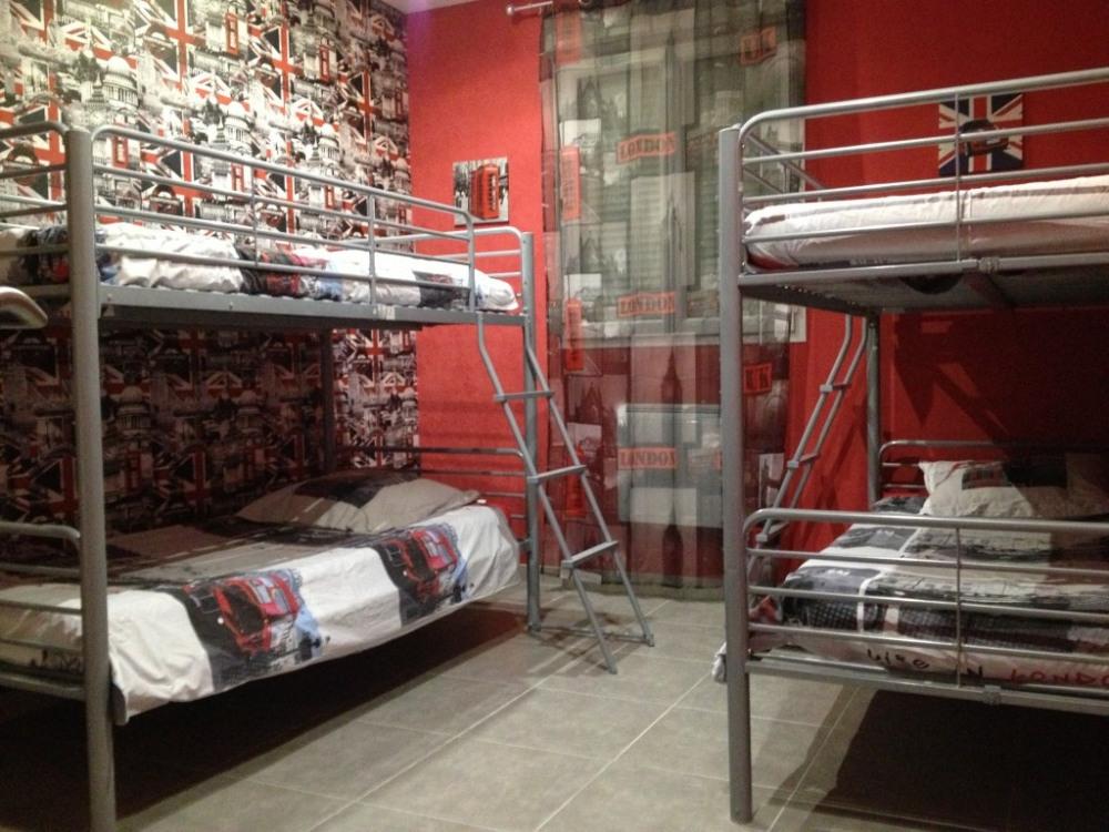 Chambre 4 lits d'une personne
