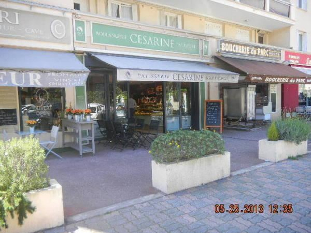 Commerces, traiteurs, Boulangerie-patisserie, Pharmacie, restaurant,coiffeur