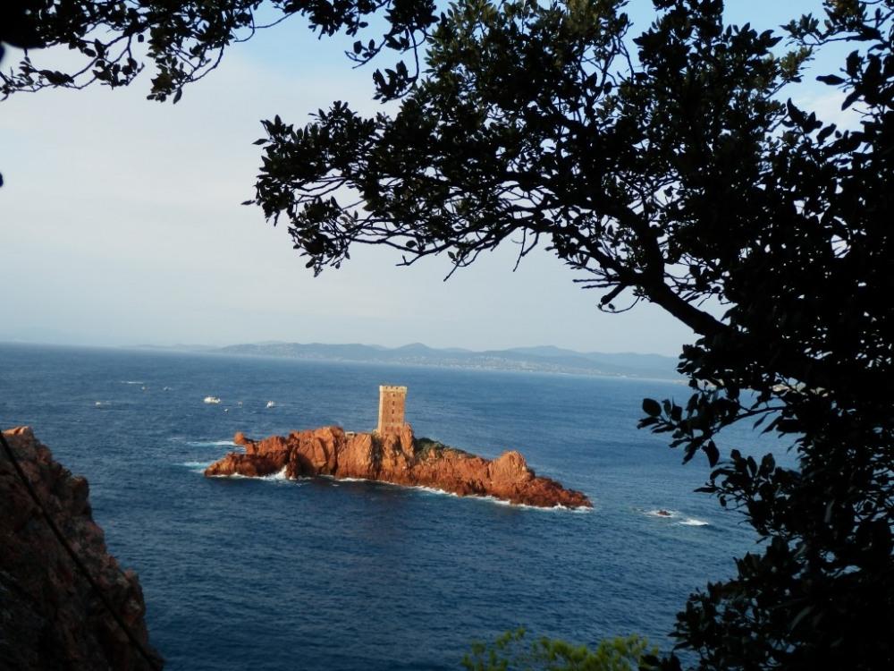 L'île d'or à 4.7 km de la villa