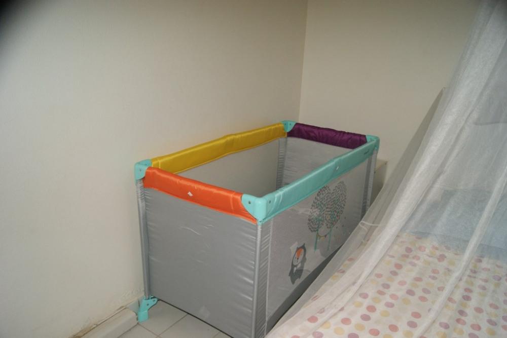 Un lit bébé est à disposition.