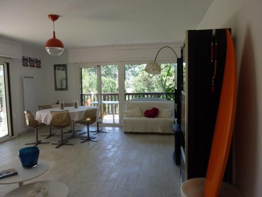 Bel appartement entièrement rénové situé au troisième et dernier étage de la résidence Le Bourret...
