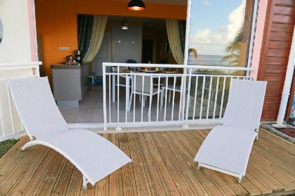 La terrasse en deck  face à la Mer