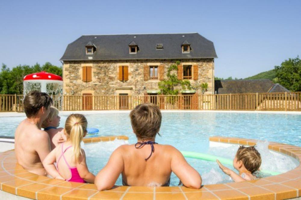Camping La Boissière - Chalet  2Ch 5pers - 4 Adultes max + 1 enfant (-14ans)