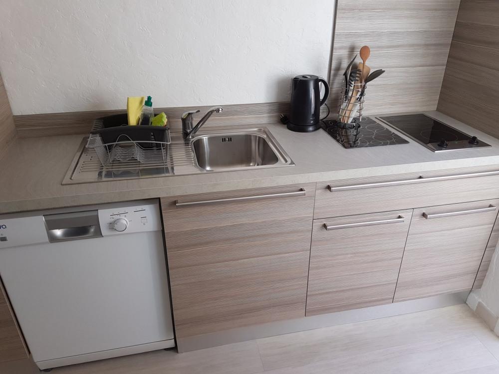La cuisine et son lave vaisselle