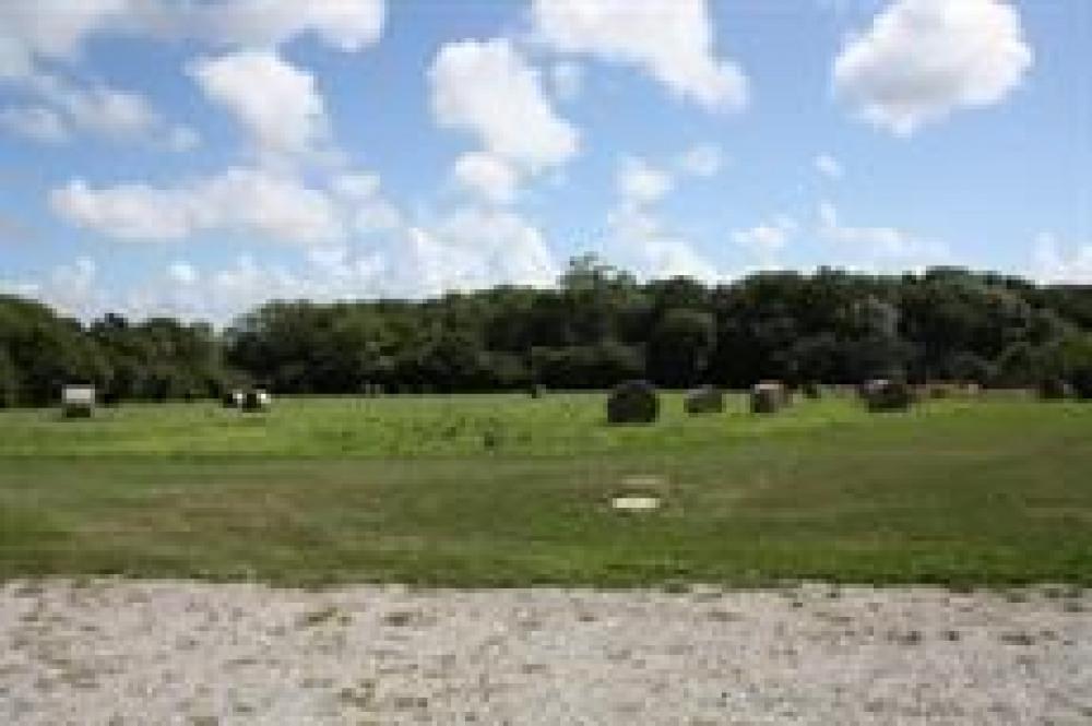 Les champs autour de la maison