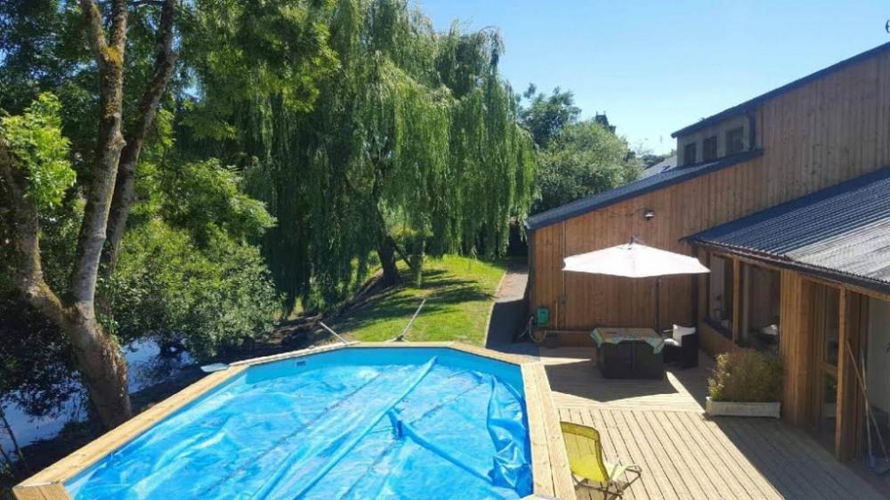 piscine et terasse extérieure