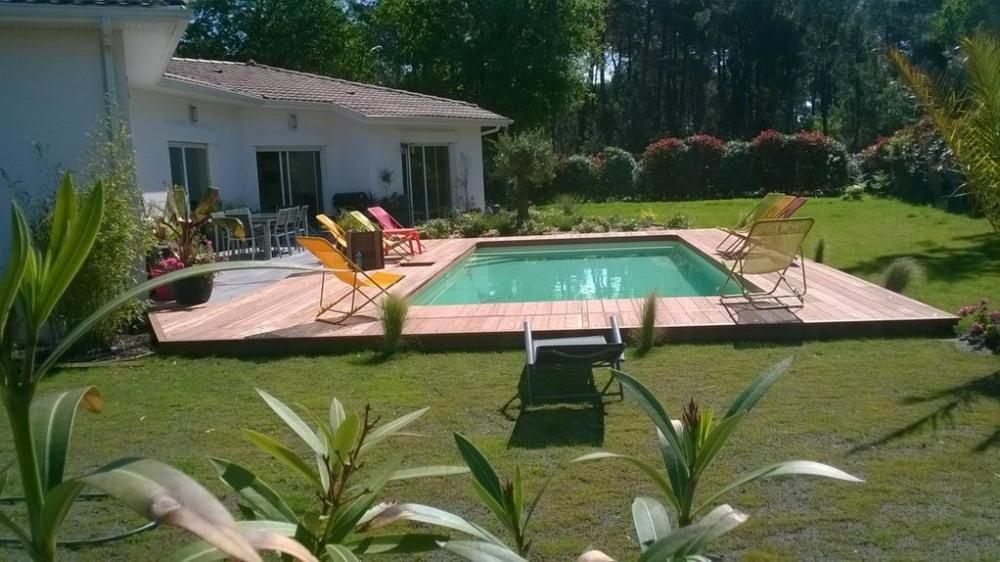 Villa plein sud, entre lac et plages océanes. Piscine chauffée, 2 à12 couchages