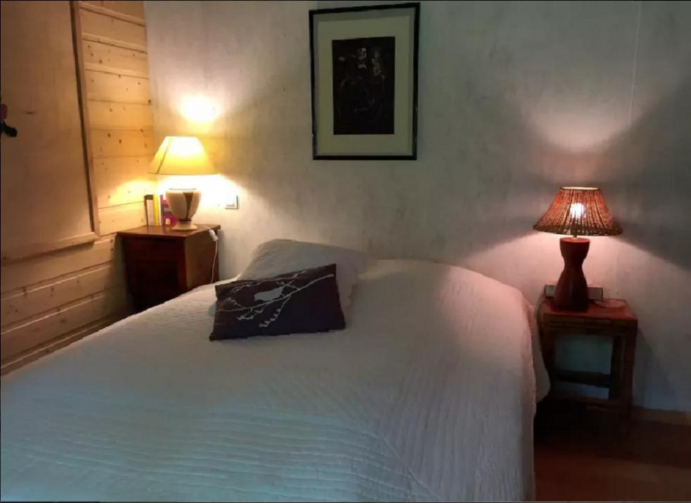 chambre rose / lit 1m60