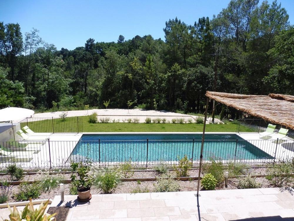Belle villa proche uzes avignon piscine 12x5 cl tur e for Environnement piscine