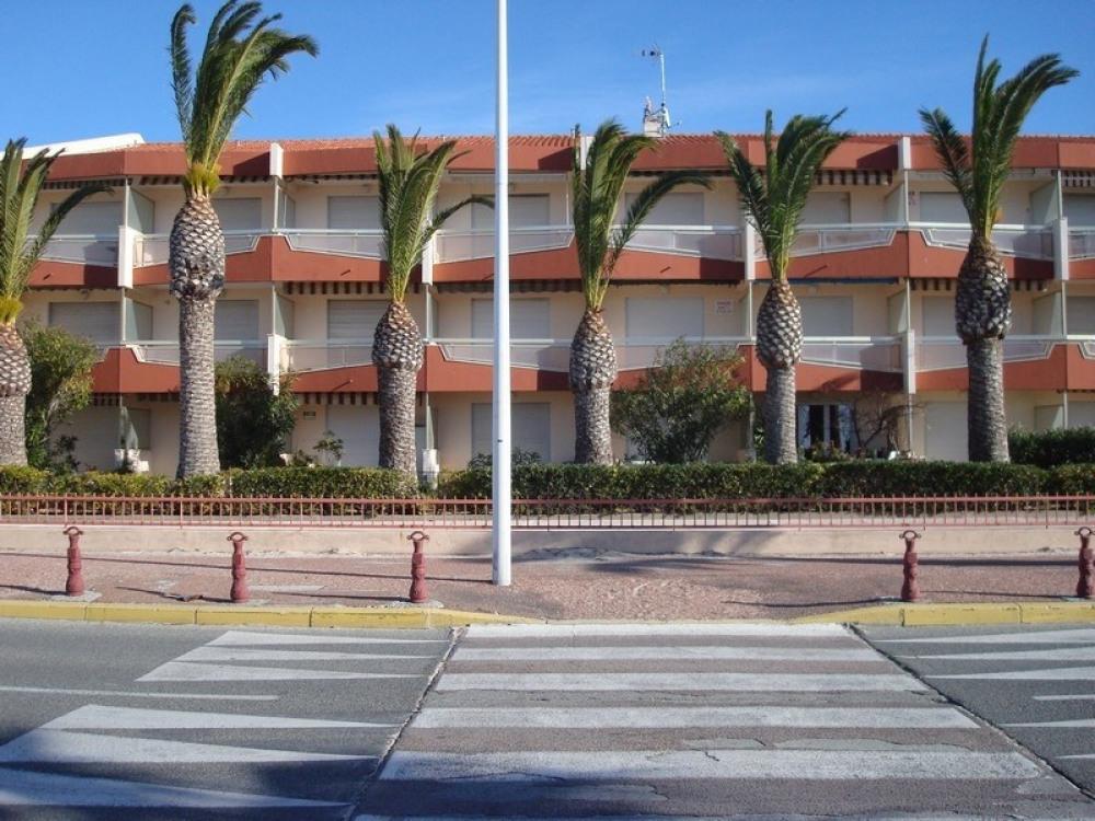 façade immeuble vue de la plage