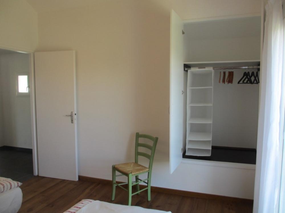 """Picasso"" Chambre 2 avec grand placard"