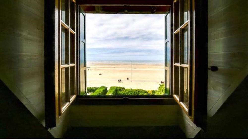 NOUVEAU Exceptionnel  Très bel appartement 140m2 dans Manoir Normand bord de plage, 1ère ligne. Elégant, haut de gamme.