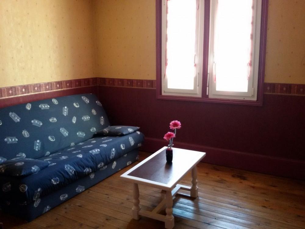 3 ème étage/chambre avec clic-clac très confortable pour 2 personnes