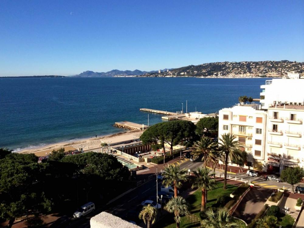 Vue de la terrasse côté Cannes et Esterel