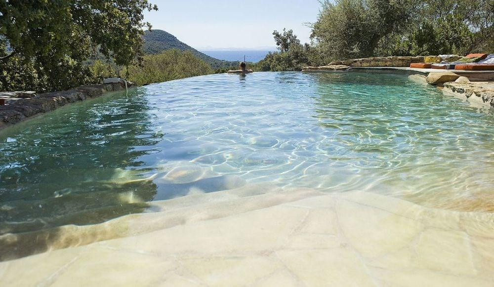 Dans la quiétude d'une Pinède préservée, à proximité d'un espace naturel remarquable, se trouve le Domaine des Olivie...