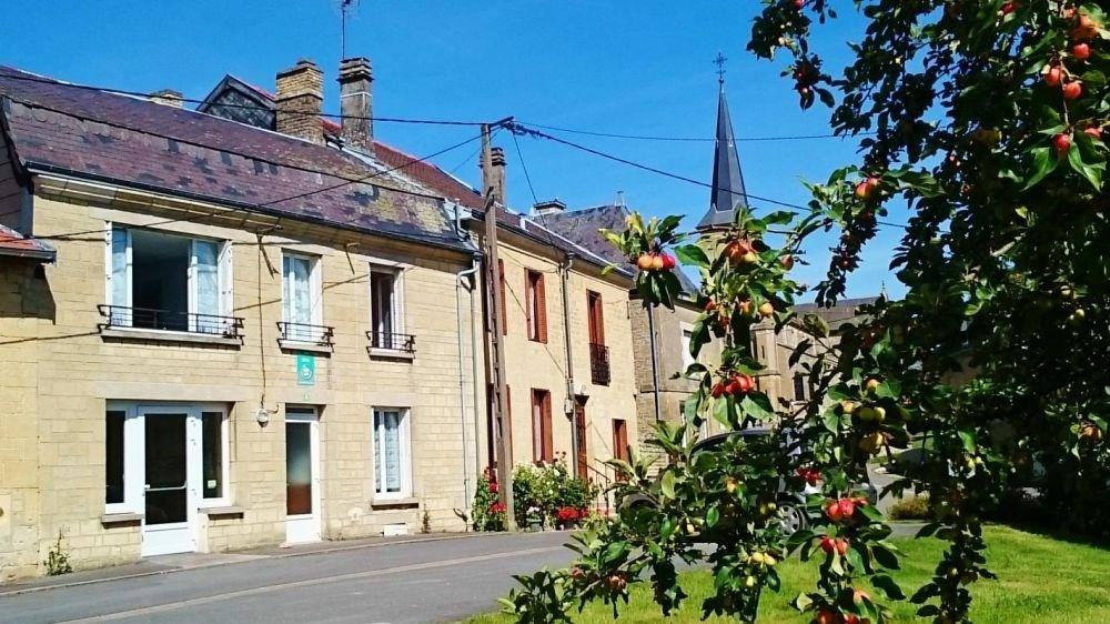 Gîte n°40 à Saint-Lambert-et-Mont-de-Jeux - à 15 km de Vouziers. Gîte situé dans un petit village.