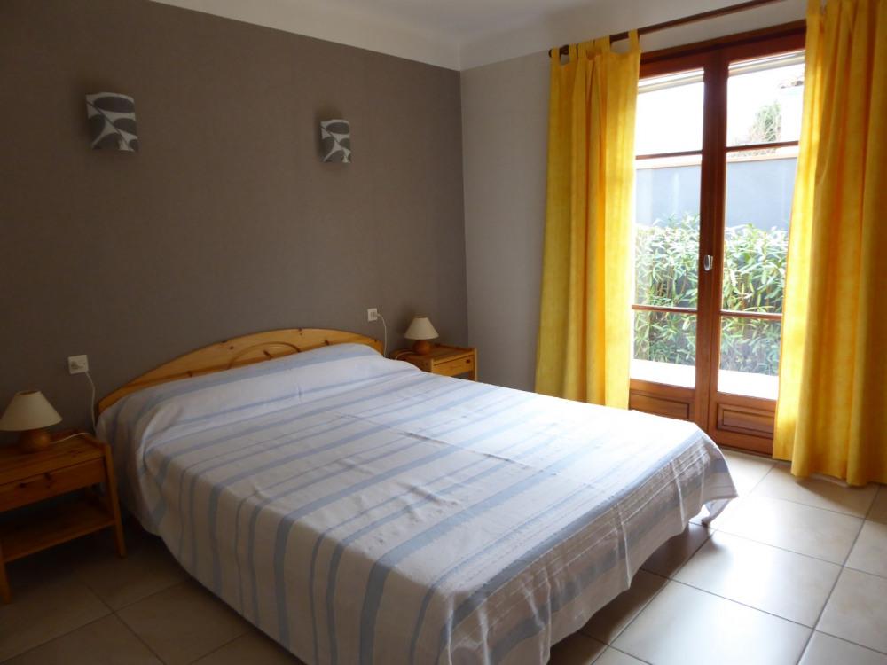 lit RDC grande dimension avec traversin et oreillers