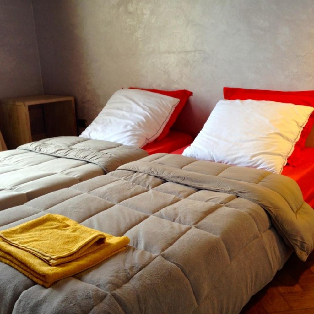 la chambre du bas TV WIFI , la même chambre au dessus 2 lits indépendants ds ...