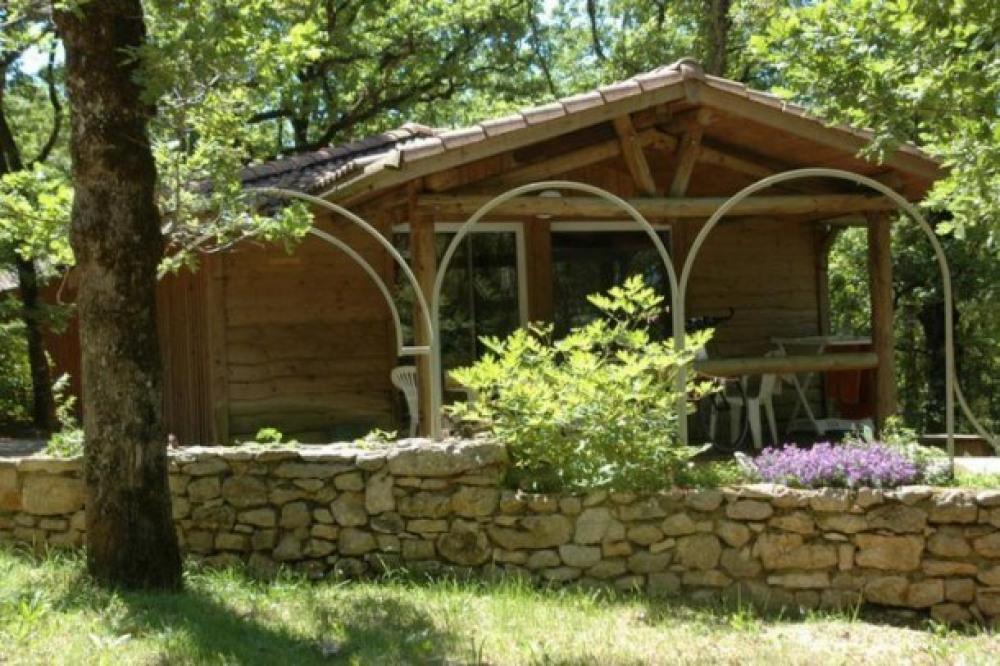 Camping LA TRUFFIERE à Saint Cirq Lapopie - CHALET TAHOE VUE DOMINANTE SUR LA PISCINE ET L  AIRE ...