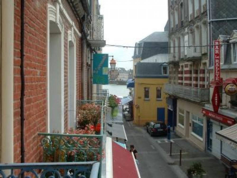 vue du balcon à gauche sur le port