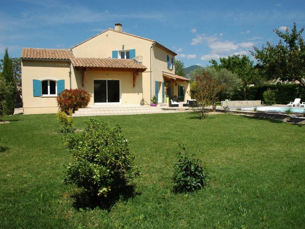 La maison et son grand jardin arboré - Façade sud-ouest