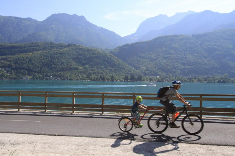 La voie verte du Lac d'Annecy, à 200M de la location