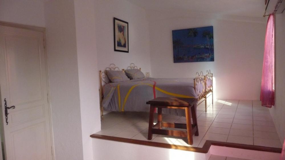 la chambre avec lit de 180