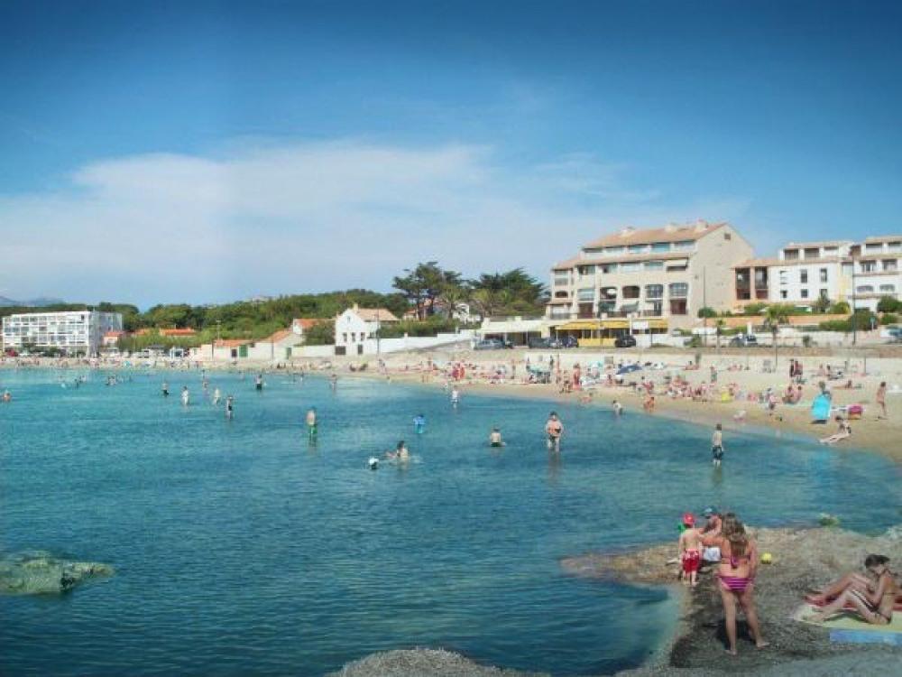 Une des deux plages juste en face de la maison 2 plages.