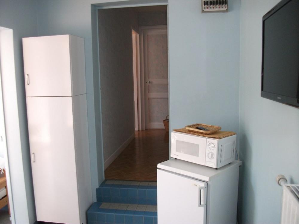 De la cuisine vers les chambres & salle d'eau
