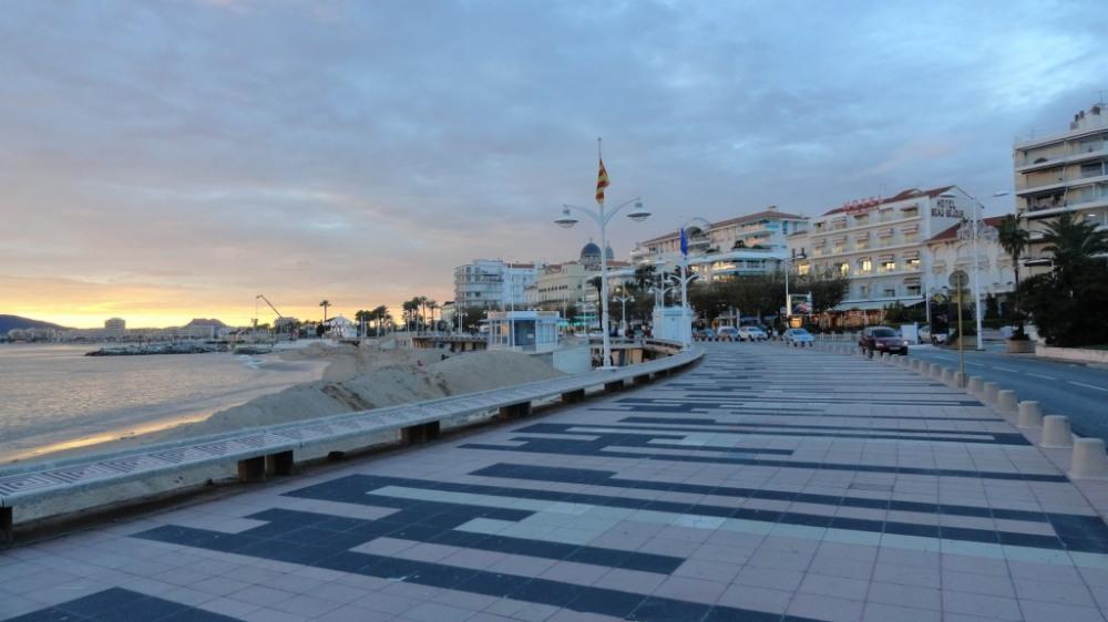 Saint Raphaël Centre: promenade et marché artisanal