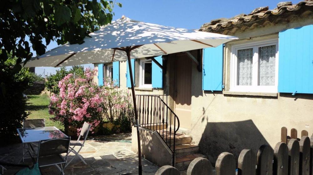Petite maison individuelle à proximité du propriétaire et de deux autres gîtes.
