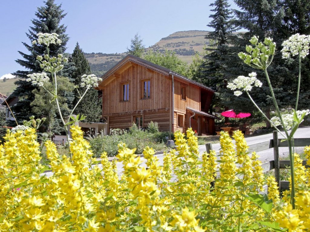 Charmant chalet tout en bois avec jardin – calme et confort