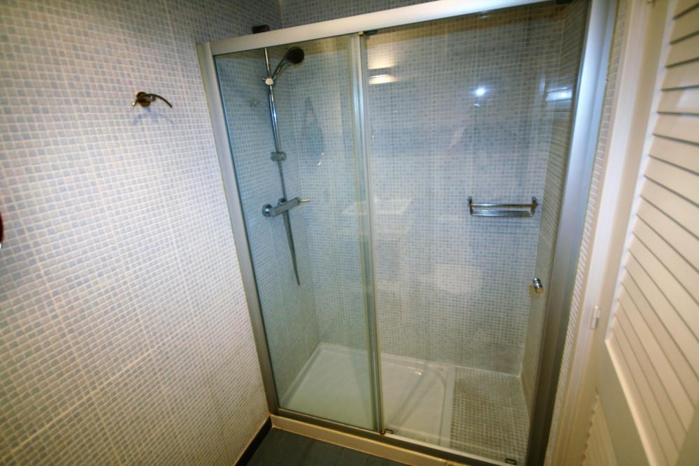 avec sa douche