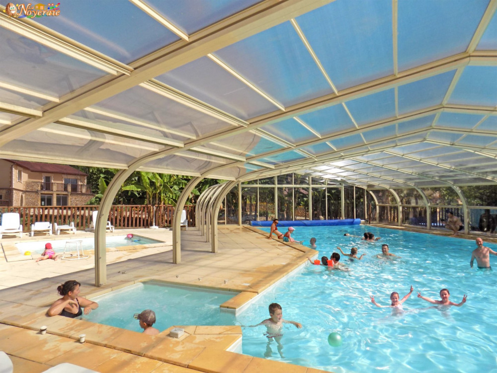 Grande piscine couverte, jacuzzi, pataugeoire
