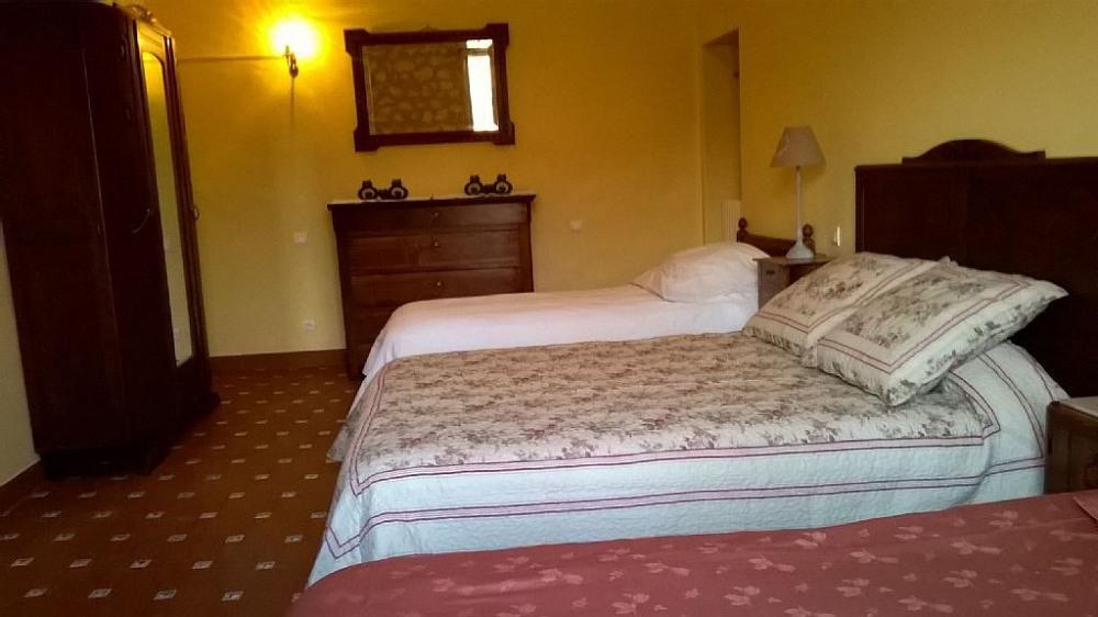 Grande chambre fenetre au sud avec 2lit 90 plus un grand lit, tous neuf confort